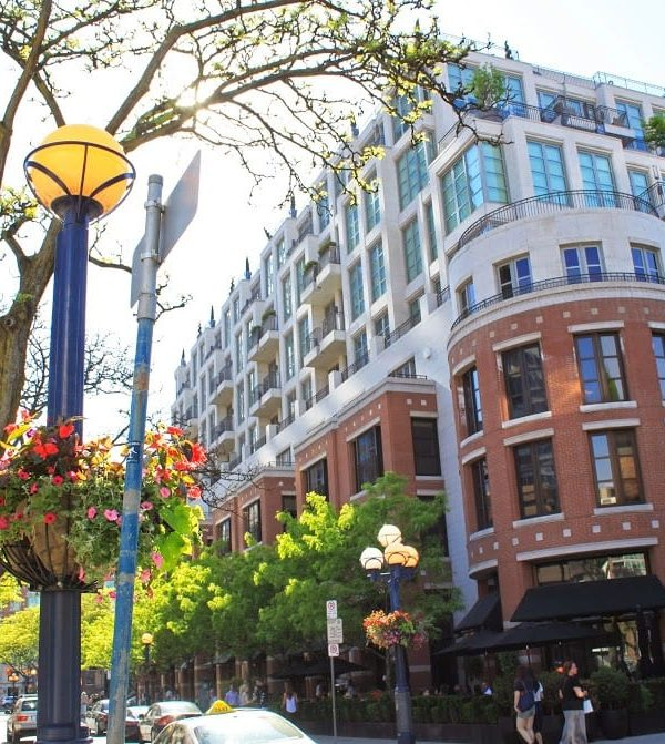 Shopping and Dining in Yorkville, Toronto