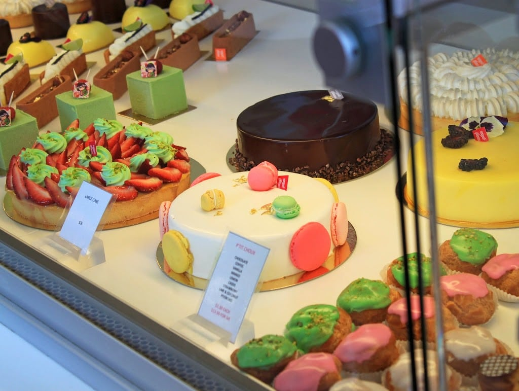 Travel blogger Mash Elle shares the best macaroon cake at Nadège Patisserie