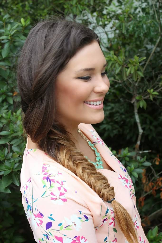 Blogger Mash Elle shares an easy step by step tutorial on how to achieve a fishtail braid   easy fishtail braid   diy fishtail   how to braid hair