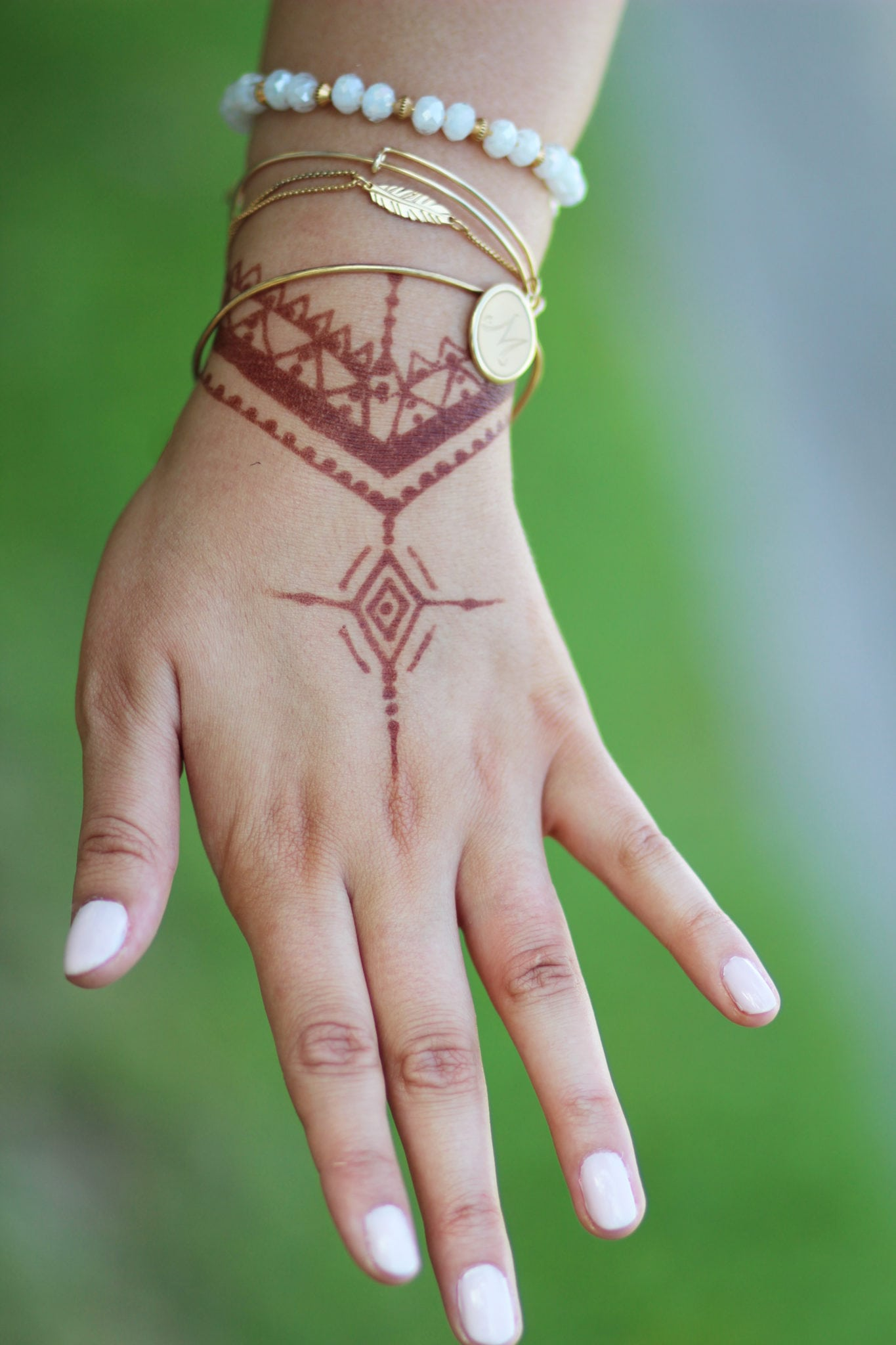 alex-and-ani-arm-party-with-henna | Henna Art | DIY Henna art | Henna | tattoo | traditions | off the shoulder dress | floral print dress | Mash elle beauty blogger