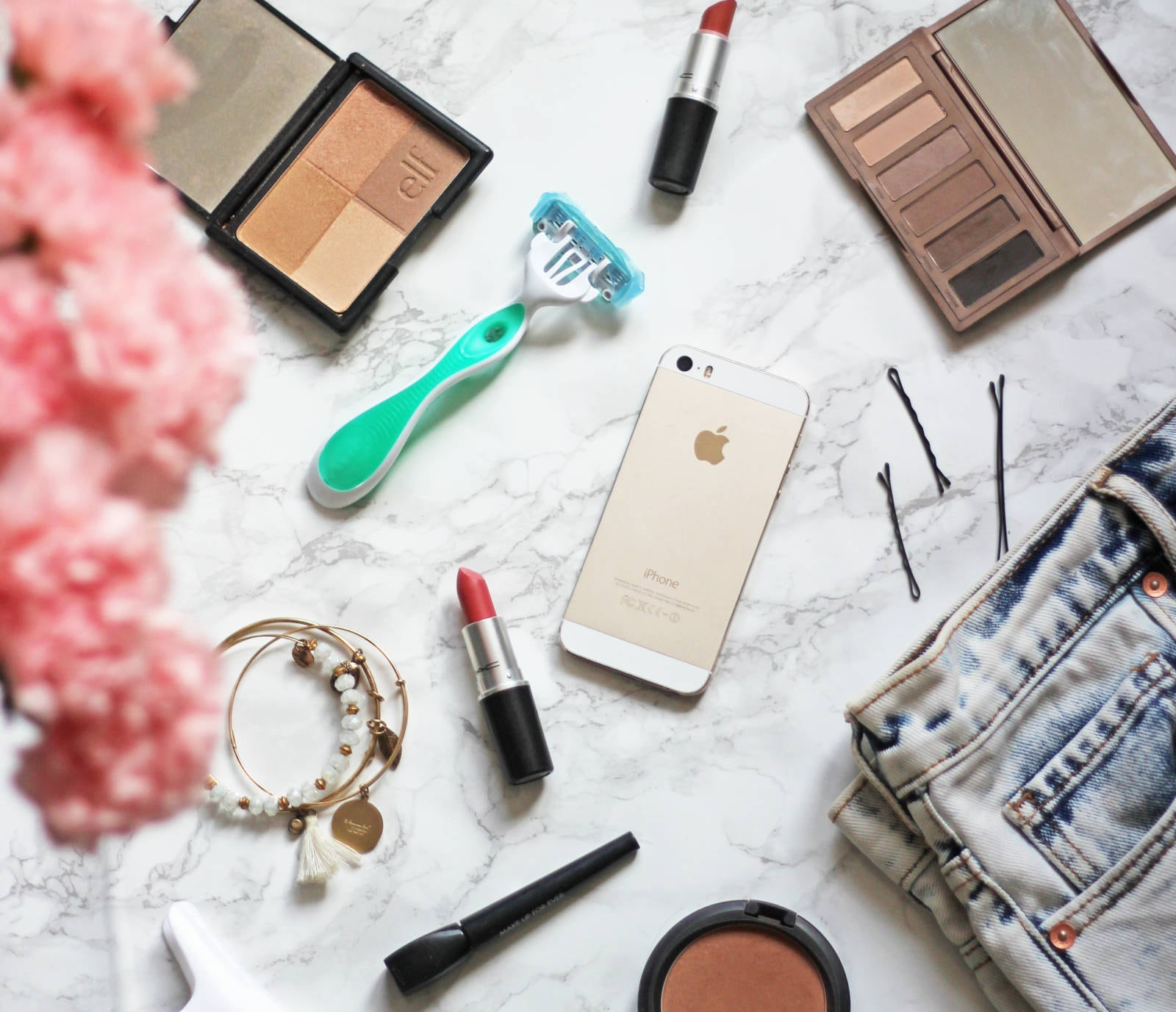 whats-in-my-overnight-bag | overnight bag pack | packing for a trip | Mash elle lifestyle blogger | razor | makeup | jewelry
