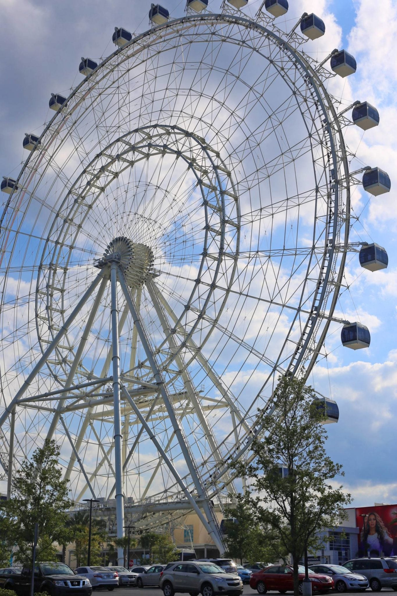 the orlando eye, orlando, florida | the best attractions in orlando, florida | Orlando Eye | what to do in orlando | Living in orlando | Mash Elle beauty blogger | palm trees | Florida