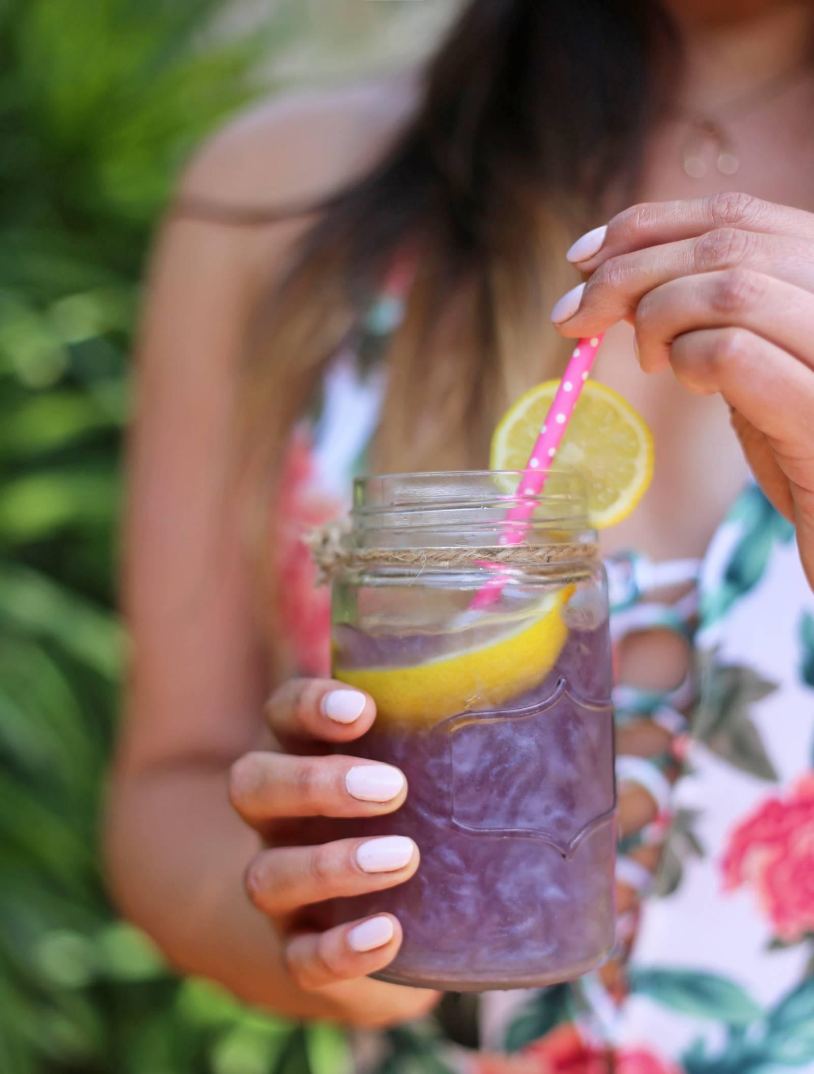 Mash Elle lifestyle blogger | Lemonade | party drinks | summer party |  purple lemonade | shimmery lemonade recipe for summer