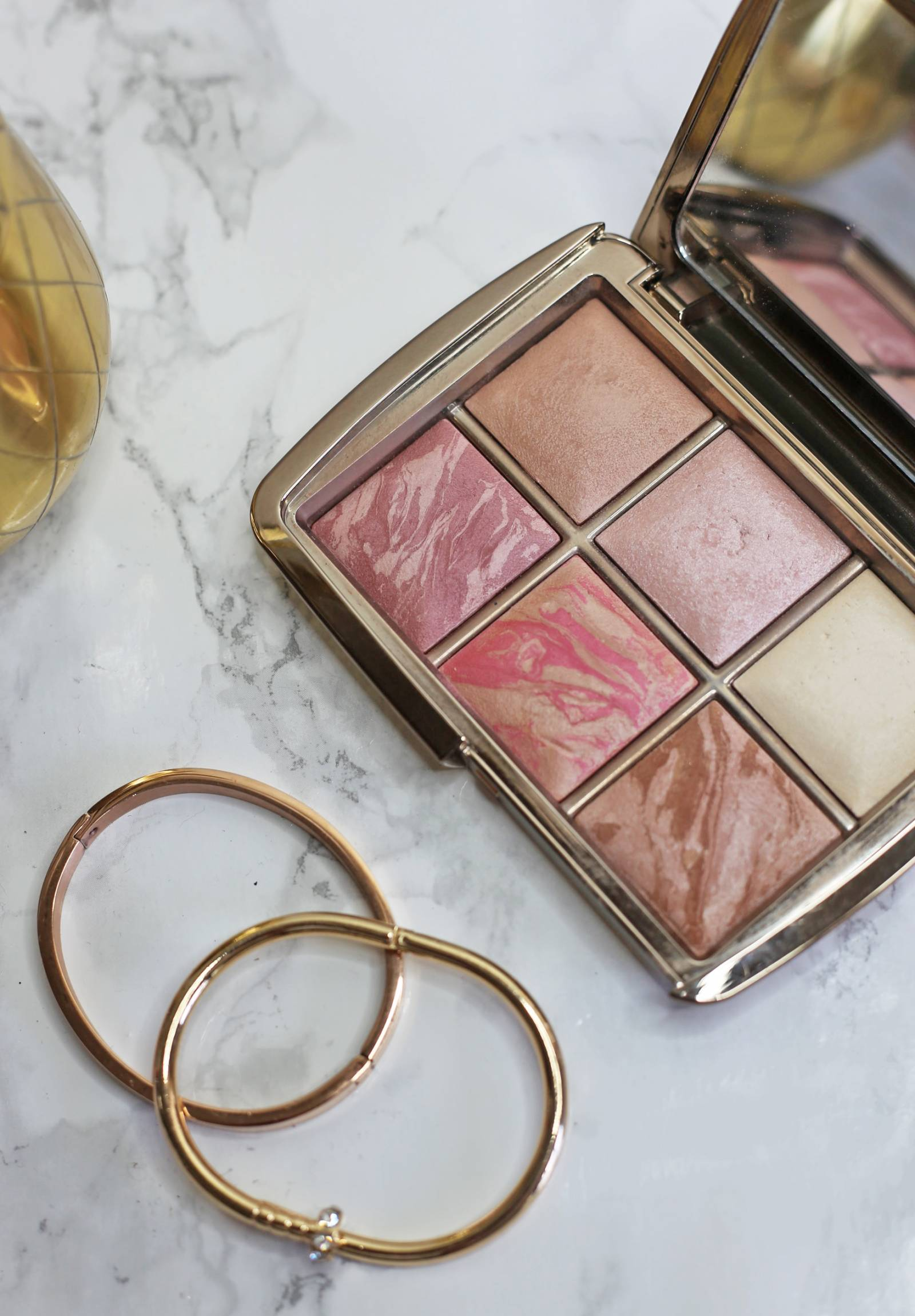 beauty-favourites-for-summer | Summer Beauty Must Haves by popular Orlando beauty blogger Mash Elle | Alexa Chung | gold pineapple | favorite items for home