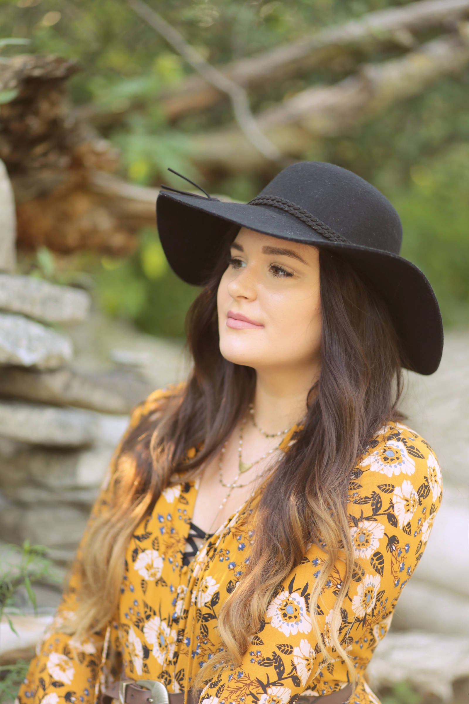 how to wear a floppy hat in autumn