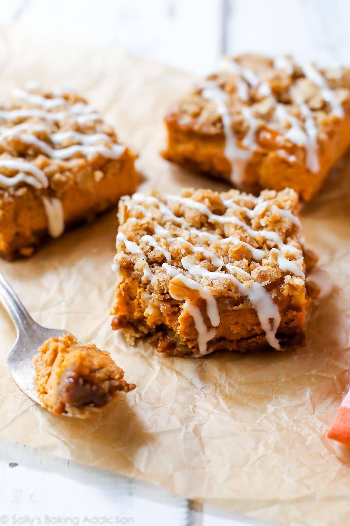 streusel-pumpkin-bars | the top pumpkin dessert recipes for fall | fall recipes | pumpkin recipes