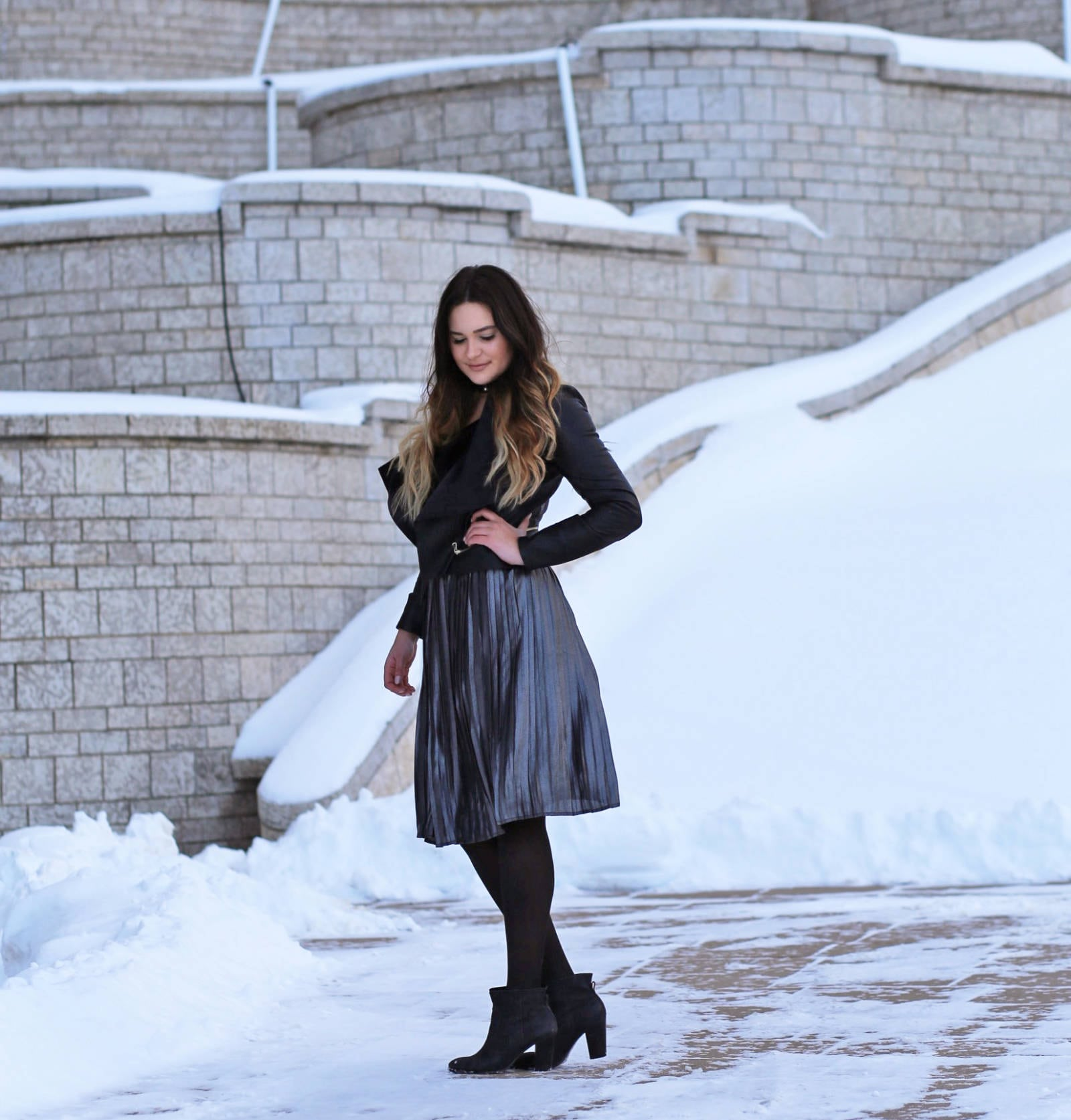 How to style a midi skirt Mash Elle winter outfit | midi skirt | winter fashion | beauty blogger Mash Elle