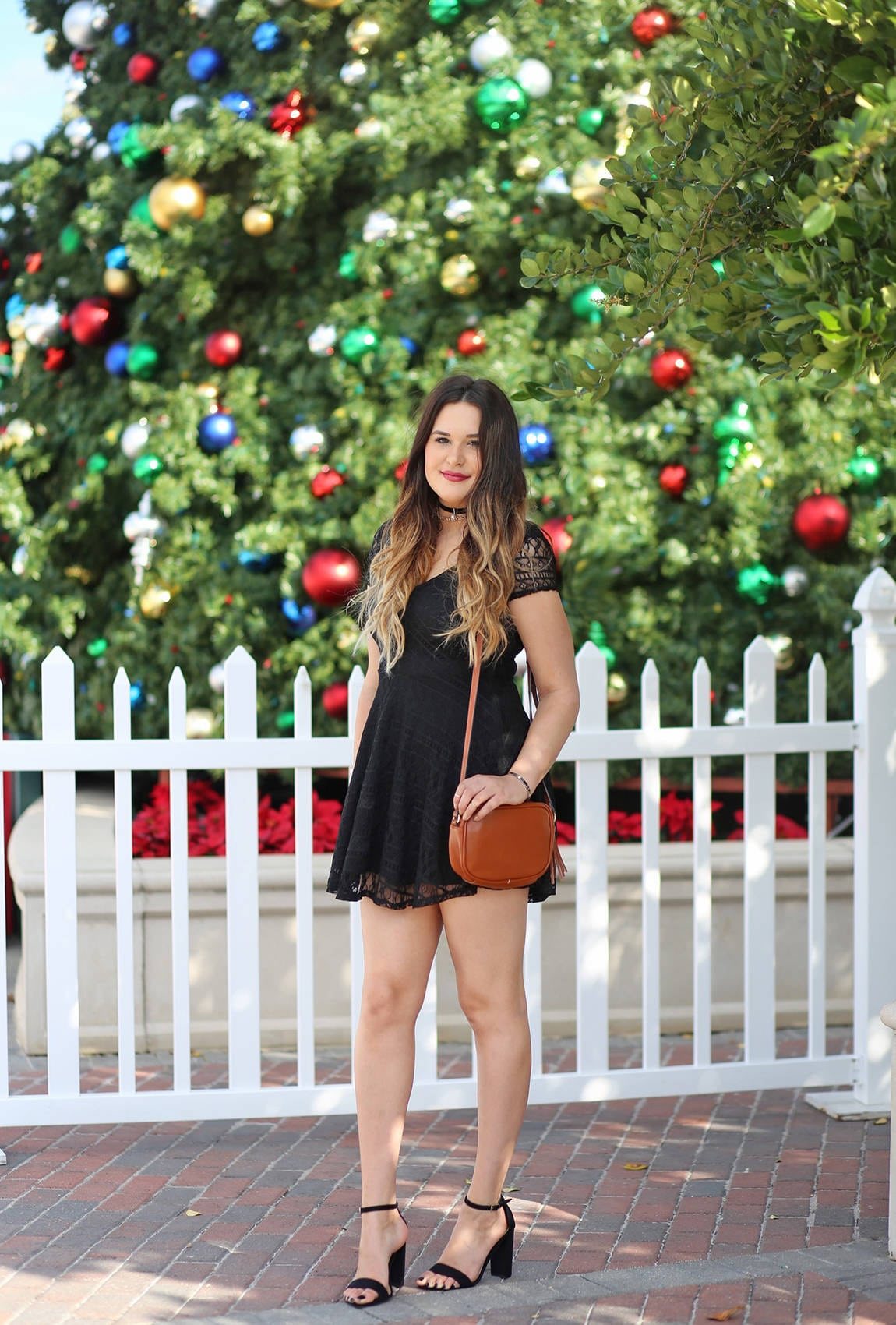 Christmas party ououtfit Mash Elle beauty blogger lace black dress black heels | little black dress | holiday outfit