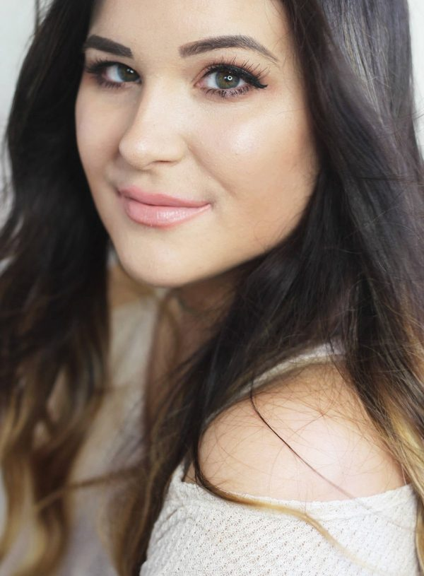 beauty blogger mash elle wears peachy smokey eye makeup