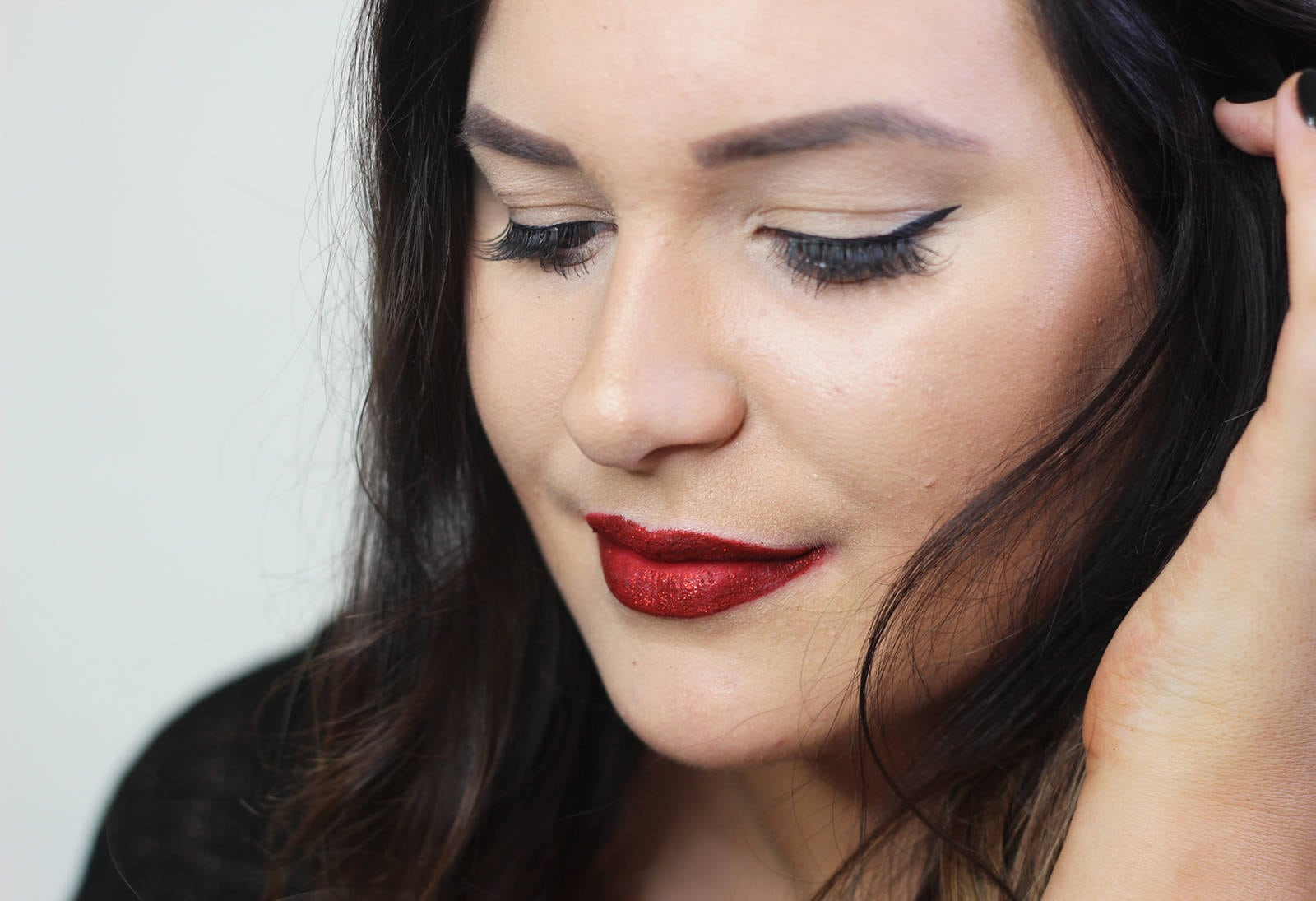 Beauty blogger Mash Elle shares an easy step by step tutorial on how to achieve a red glitter lip ombre tutorial