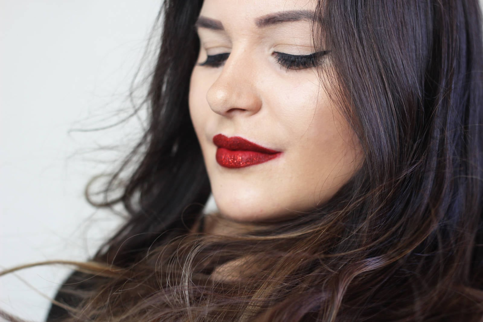 "Beauty blogger Mash Elle re-creates Taylor Swift's infamous red glitter lip | from the music video ""I Don't Wanna Live Forever"". This step by step tutorial will help you achieve the perfect red lip!"
