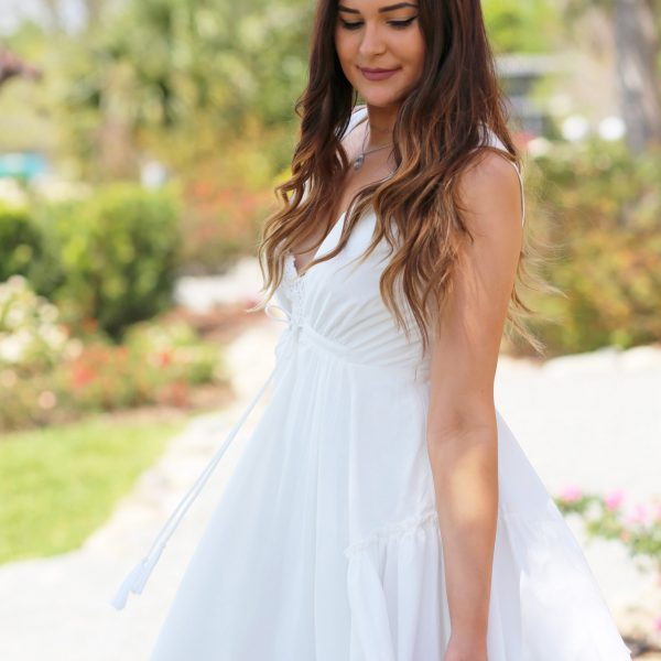 Mash Elle beauty blogger white dress spring outfit park