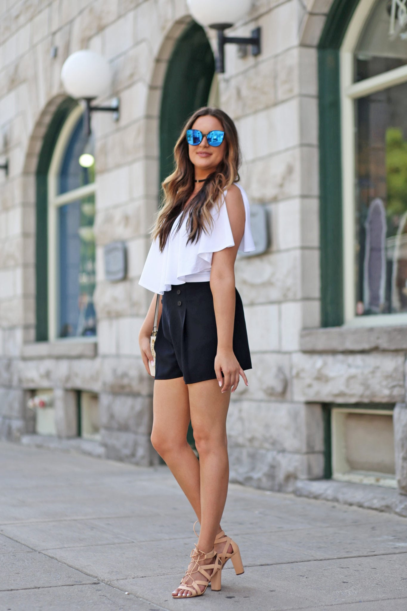 Mash Elle blogger | high waited shorts | black and white outfit | ruffle top