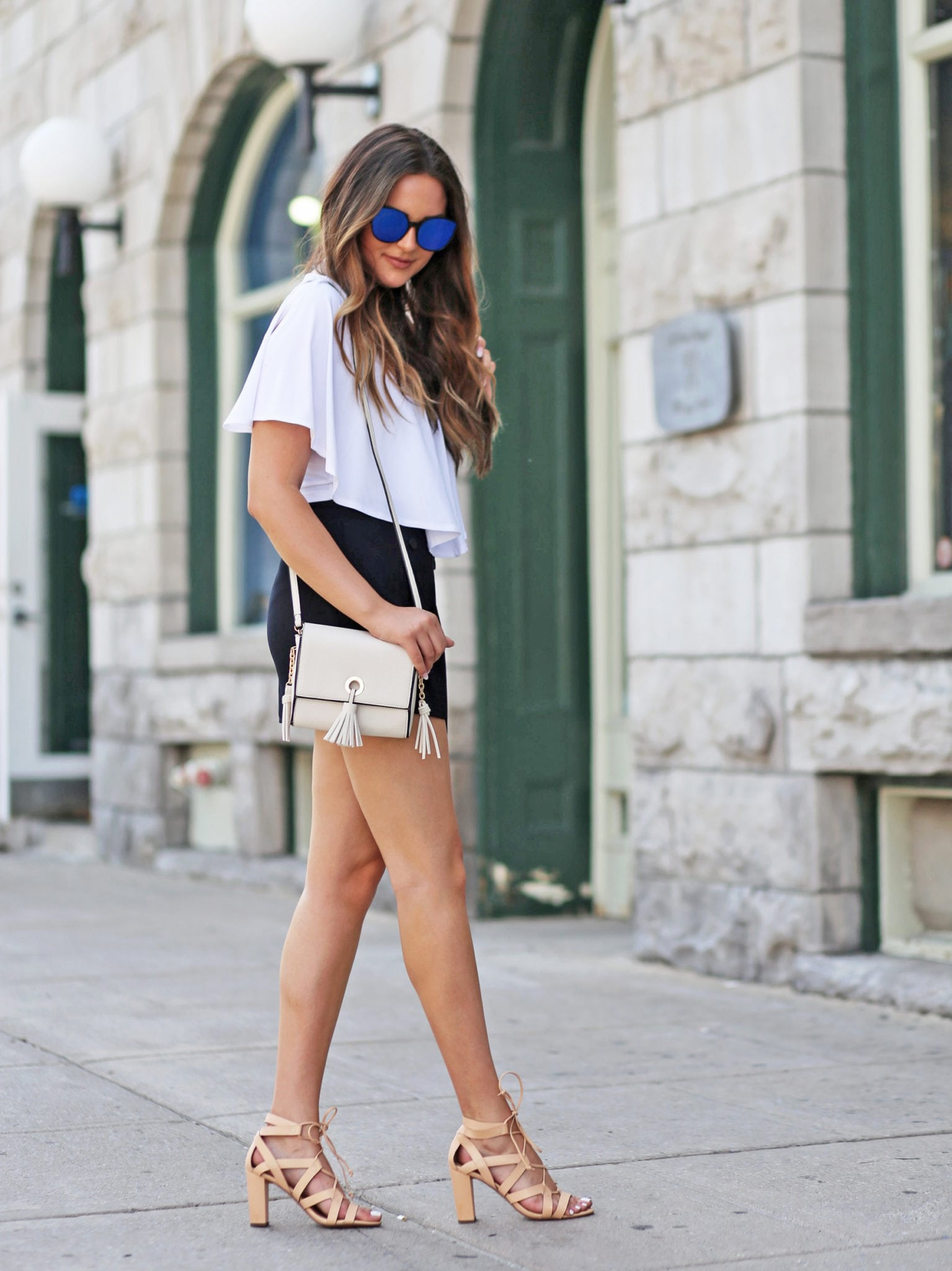 Mash Elle blogger | high waited shorts | black and white outfit | ruffle top | crossbody bag