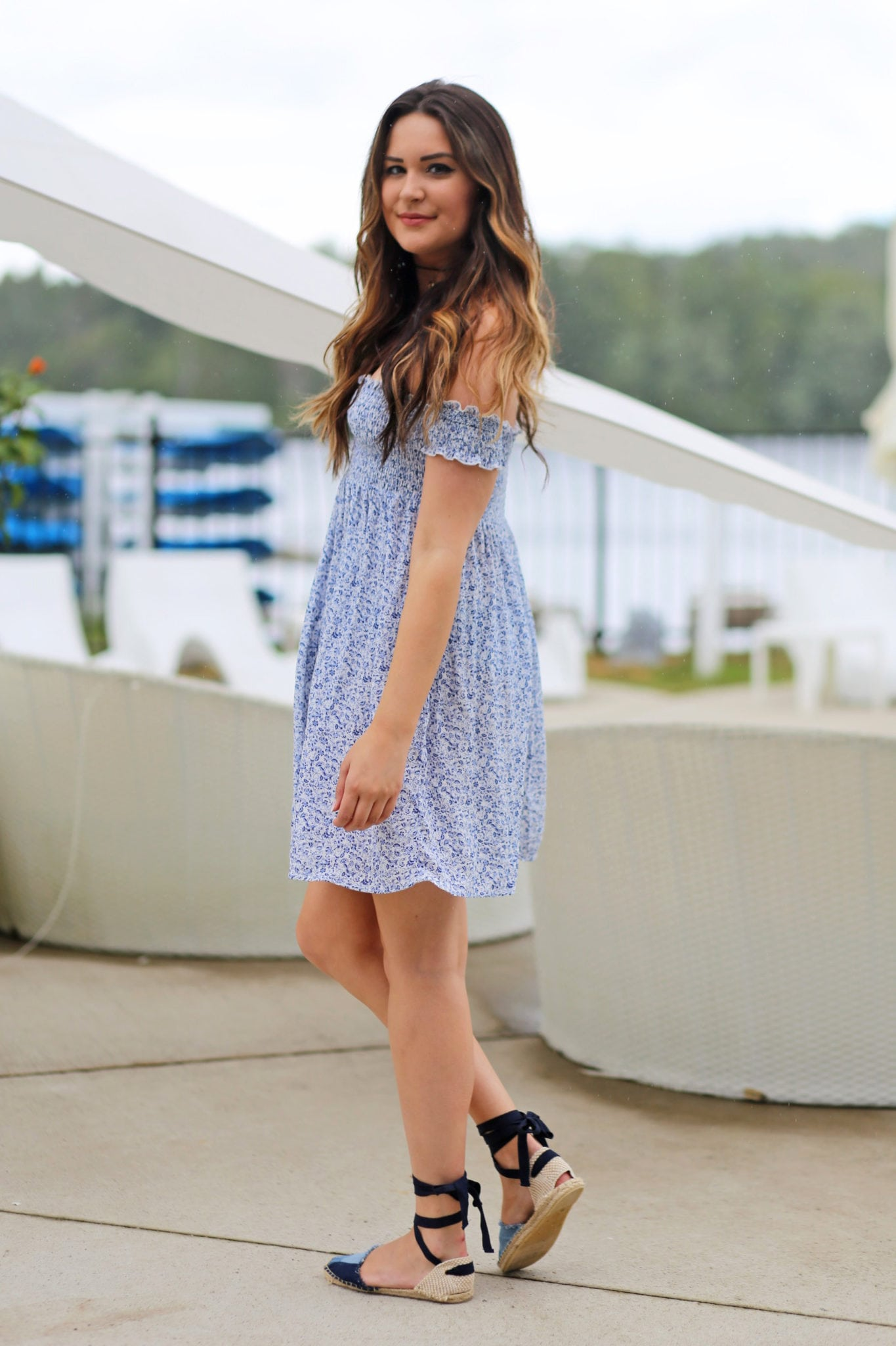 Mash Elle blogger |pool | blue white floral dress |blue shoes | summer outfit | Esterel resort