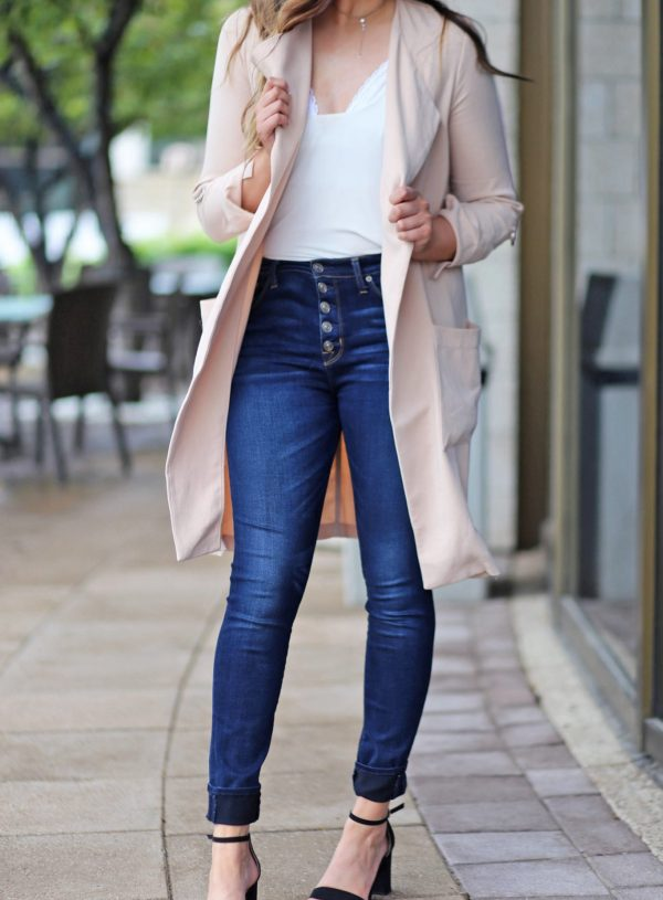 romantic look pink coat white shirt bralettes kohls black heels Mash elle beauty blogger