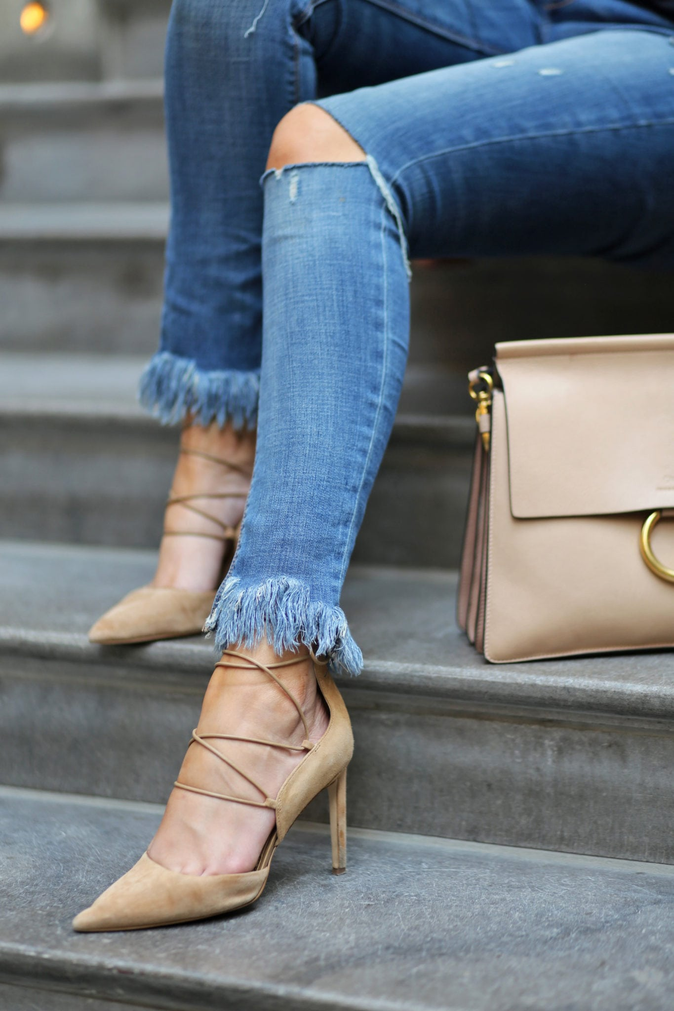 Blogger Mash Elle how to wear heels all day | comfortable heels | suede heels | walking in heels | city heels | frayed jeans | jeans and heels