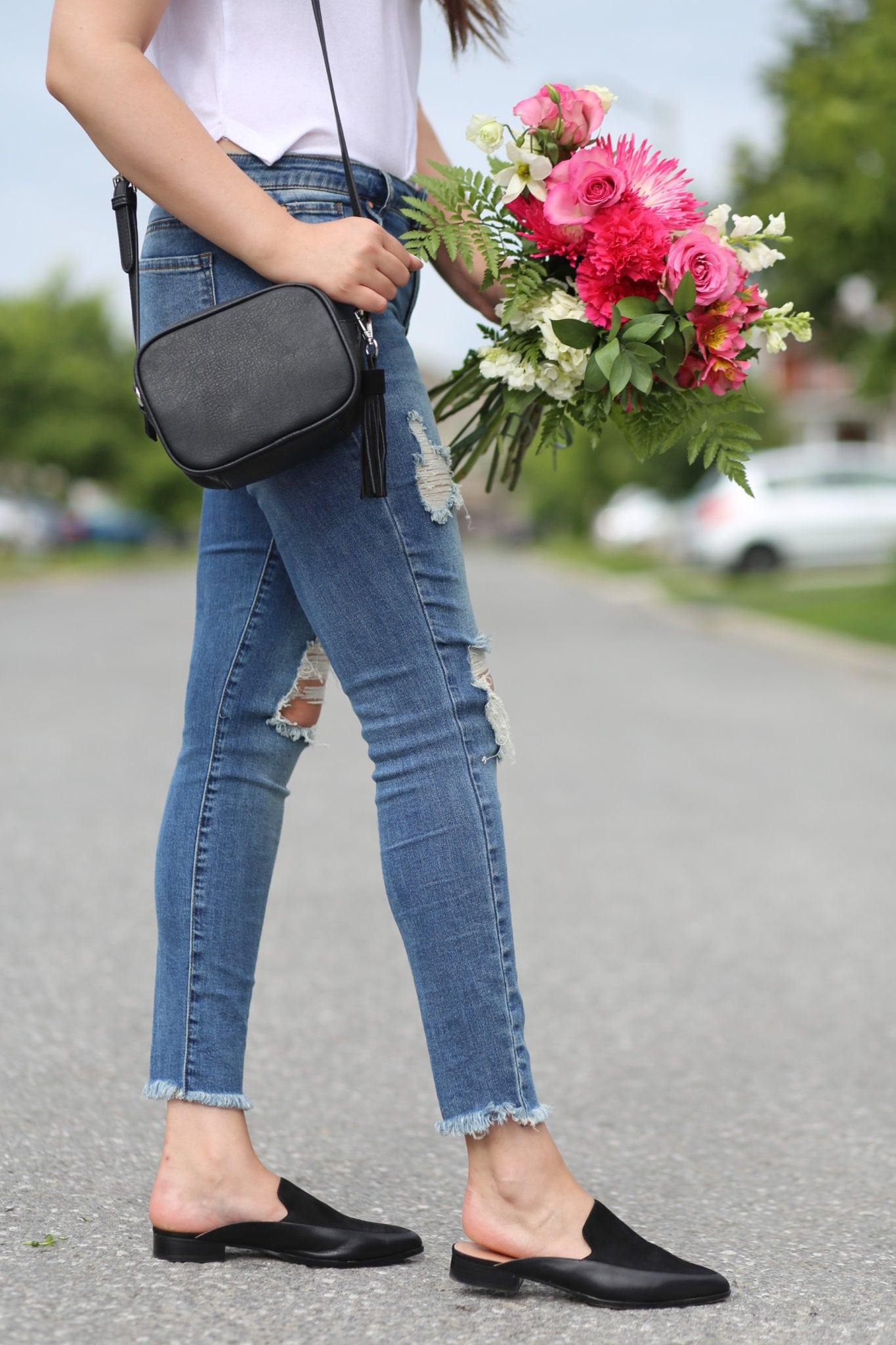 cutout choker shirt white blue jeans fall trends Mash Elle crossbody bag