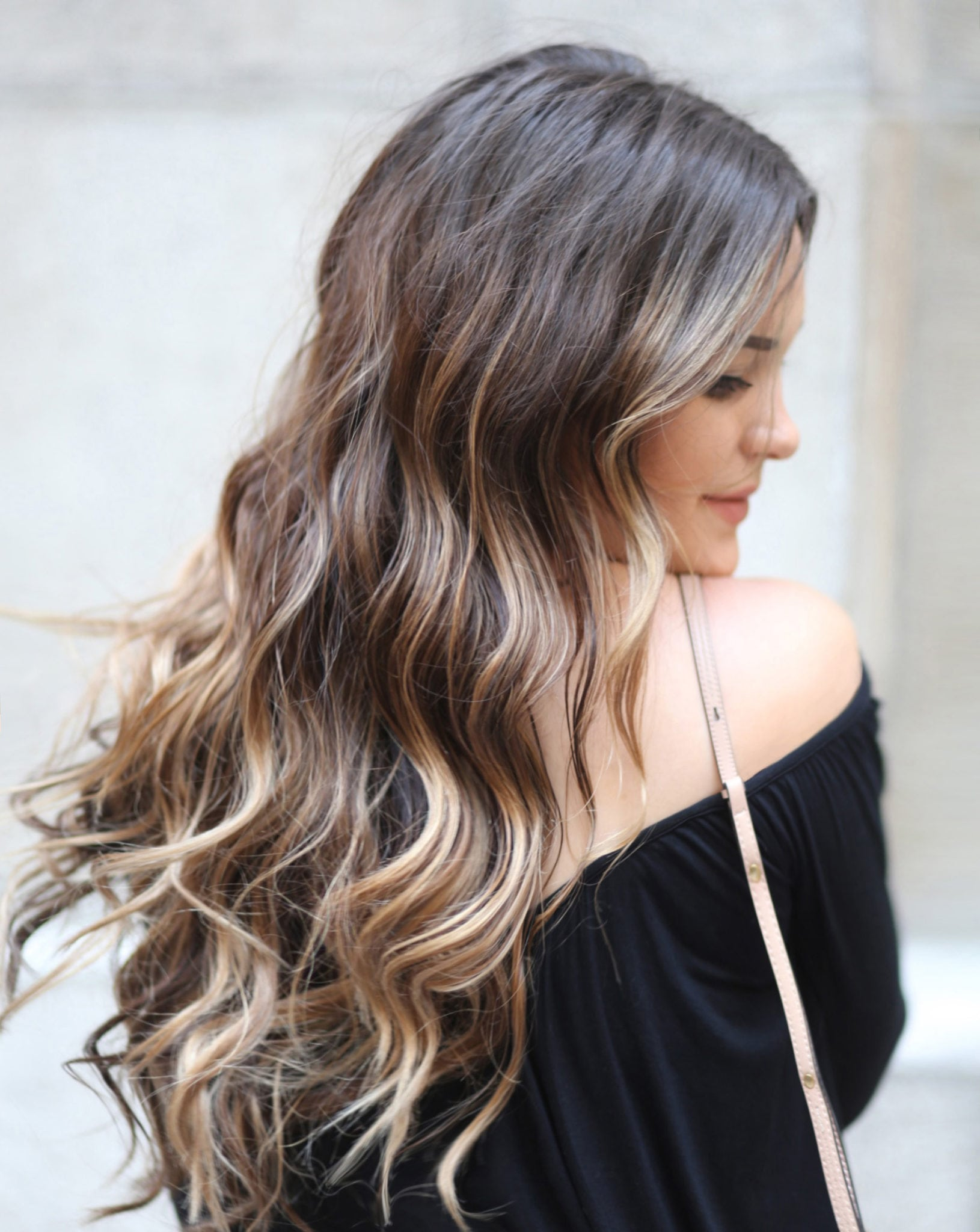 Partial Balayage featured by popular Orlando beauty blogger, Mash Elle | what is a partial balayage | how to you take care of balayage hair | caramel balayage hair | long hairstyles for women | hair inspiration | the best curling wand | ombre vs balayage