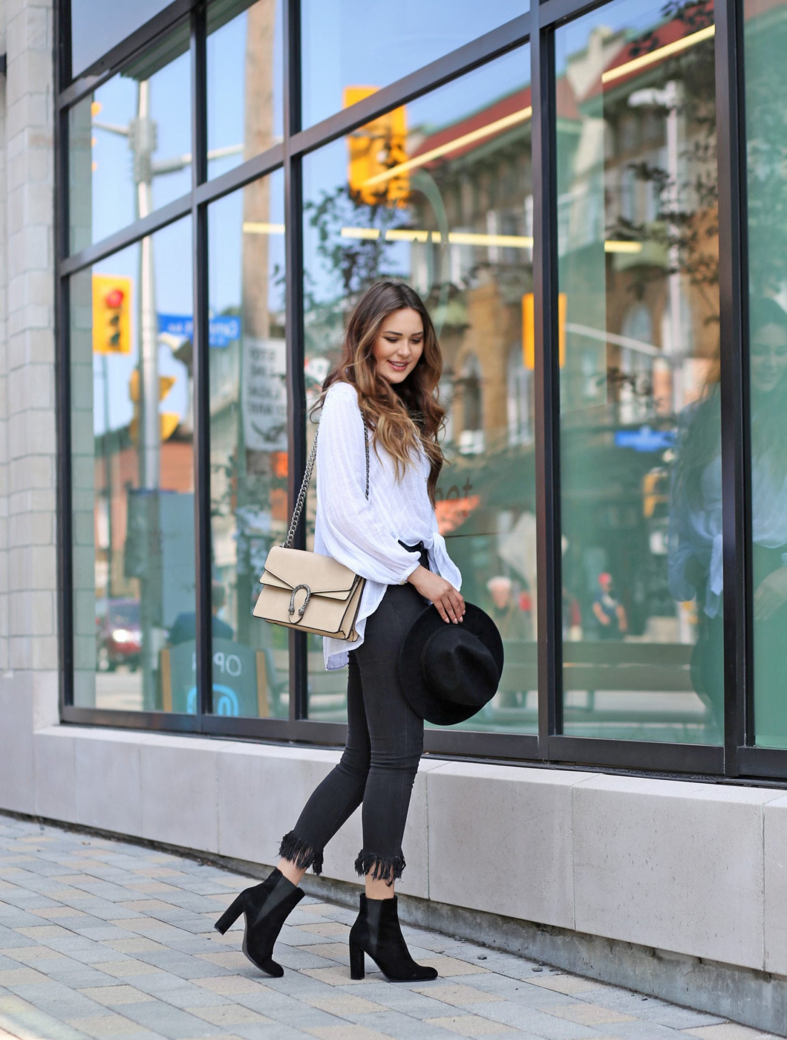 how to style black frayed jeans | frayed jeans style | style blogger Mash Elle
