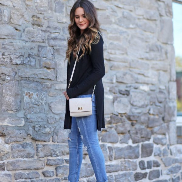 high heels confidence jeans black top chunky black high heels Mash Elle blogger