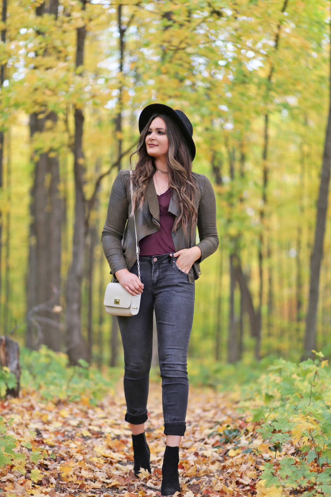 easy fall fashion | mash elle | fashion blog | affordable jeans | skinny jeans that flatter your butt | cute fall style | jeans for tall girls | designer bag dupe crossbody