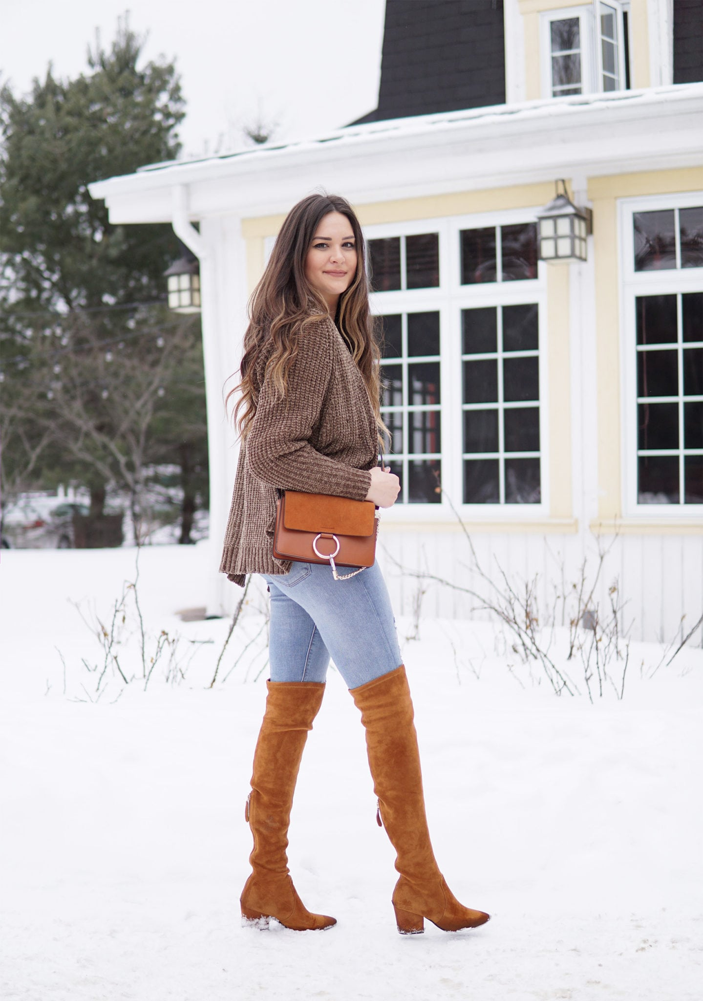 Mash Elle holding the Chloe dupe bag you need in winter