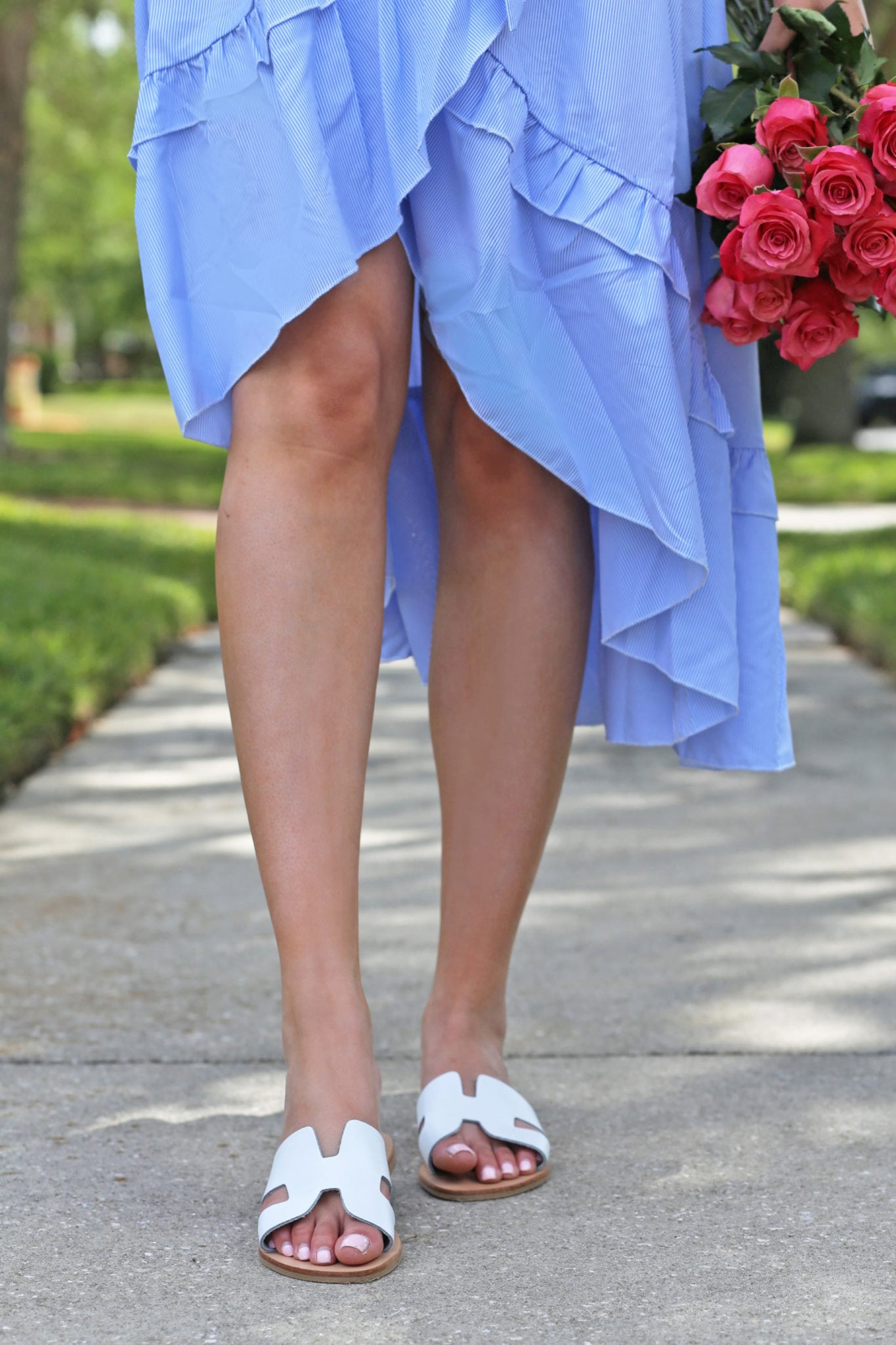 Mash Elle beauty blogger sweet spring dress blue pink roses park spring time white sandals