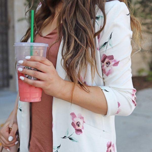Mash elle beauty blogger style floral blazer outfit jeans heels