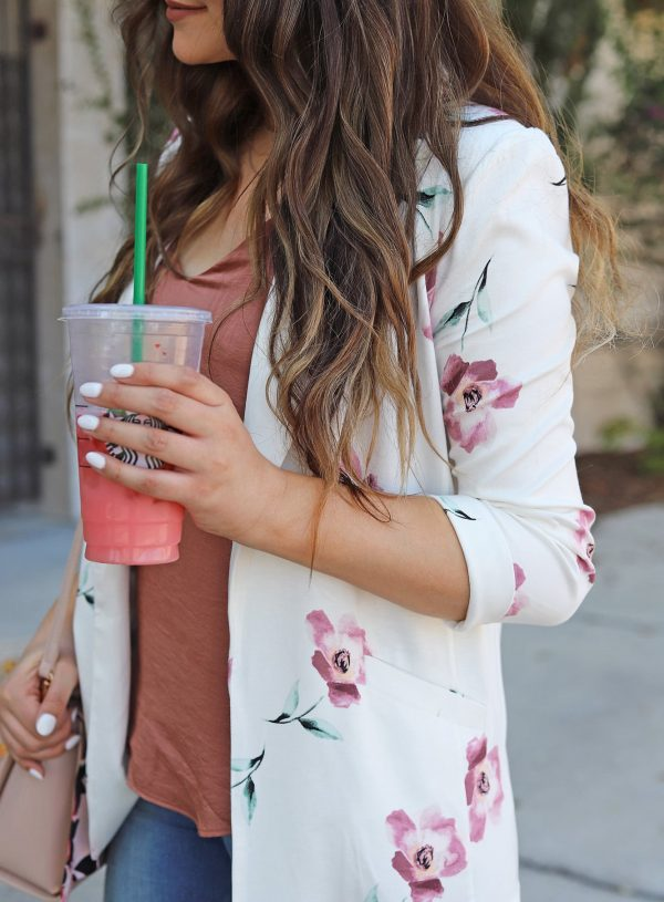 Mash elle beauty blogger style floral blazer outfit jeans heels