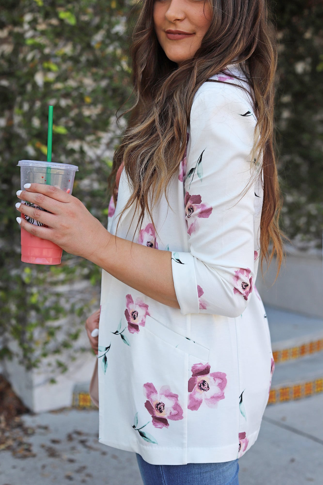 Mash elle beauty blogger | how to style floral blazer | blazer outfit | jeans and heels | starbucks pink drink | starbucks