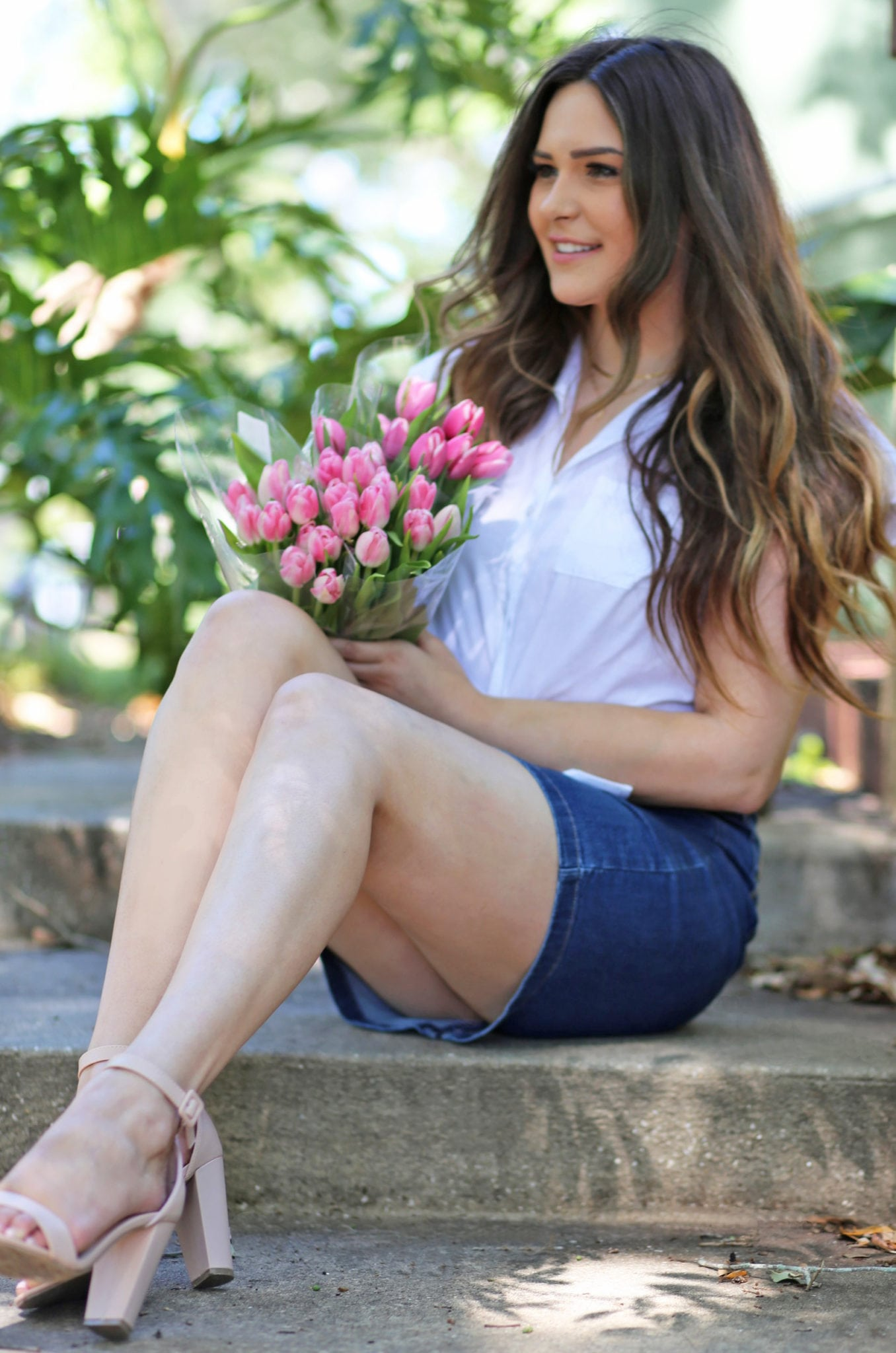 Beauty blogger Mash Elle how to style a denim skirt outfit tulips white top Florida spring fashion
