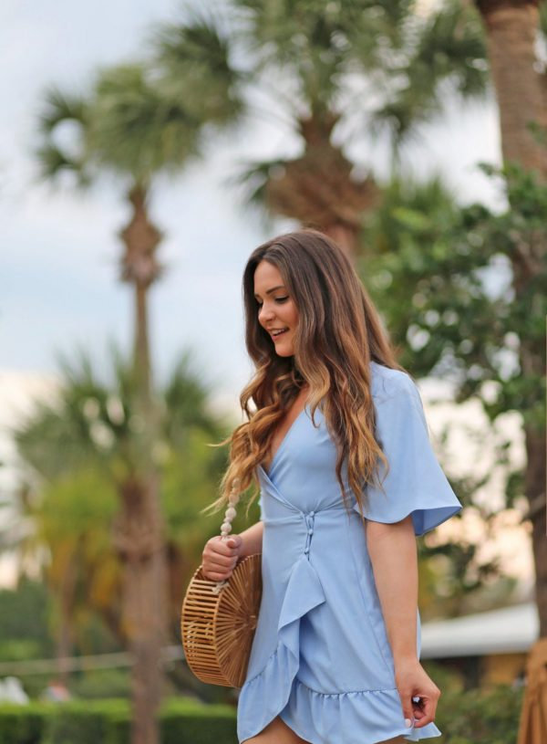 5 hacks to beat the heat and humidity Mash Elle blue dress sandals
