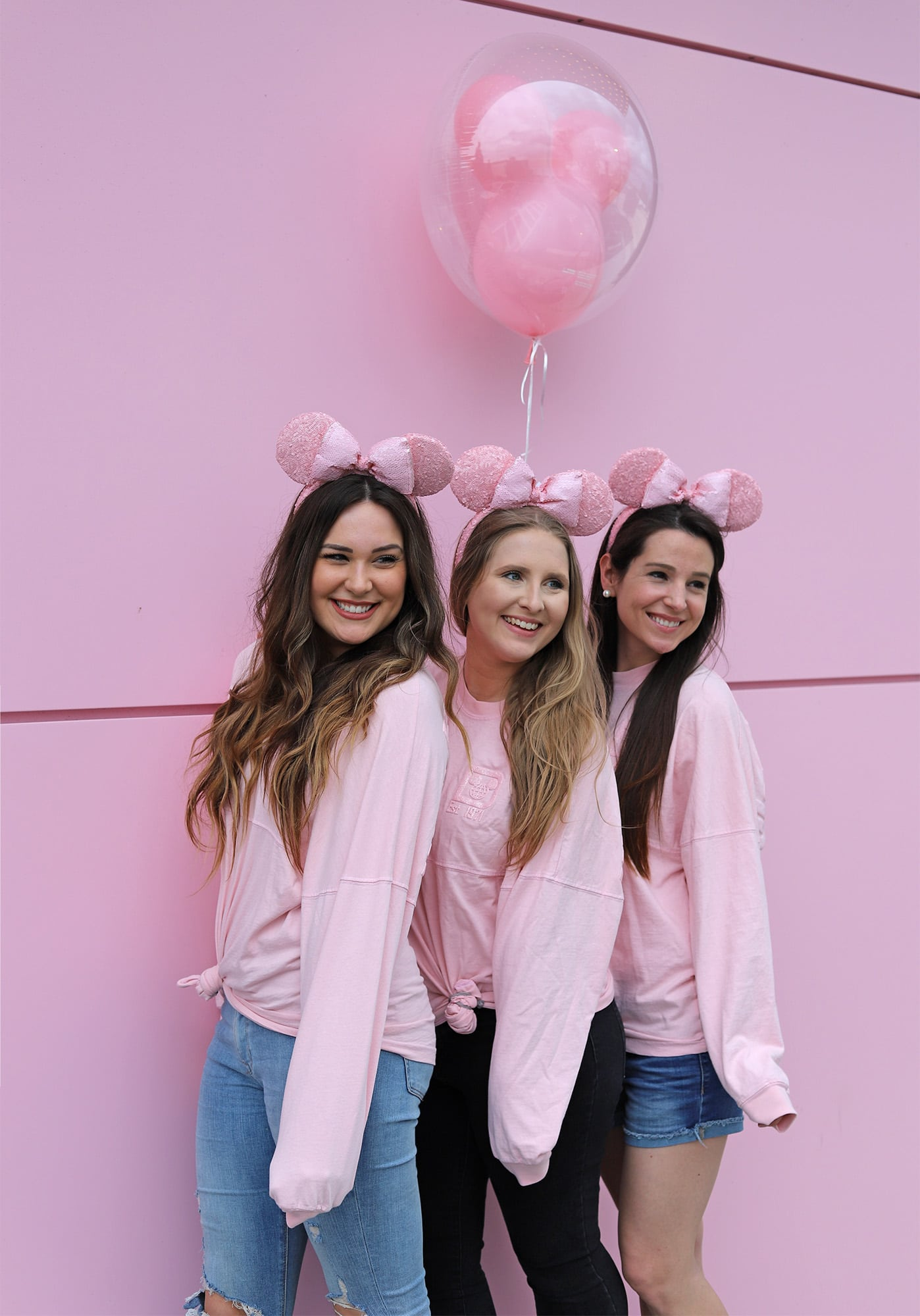 disney magic kingdom trip with best friends | Disney trip | travel advice | Dove spray |Mash elle beauty blogger | matching pink shirts | pink minnie ears | pink balloon