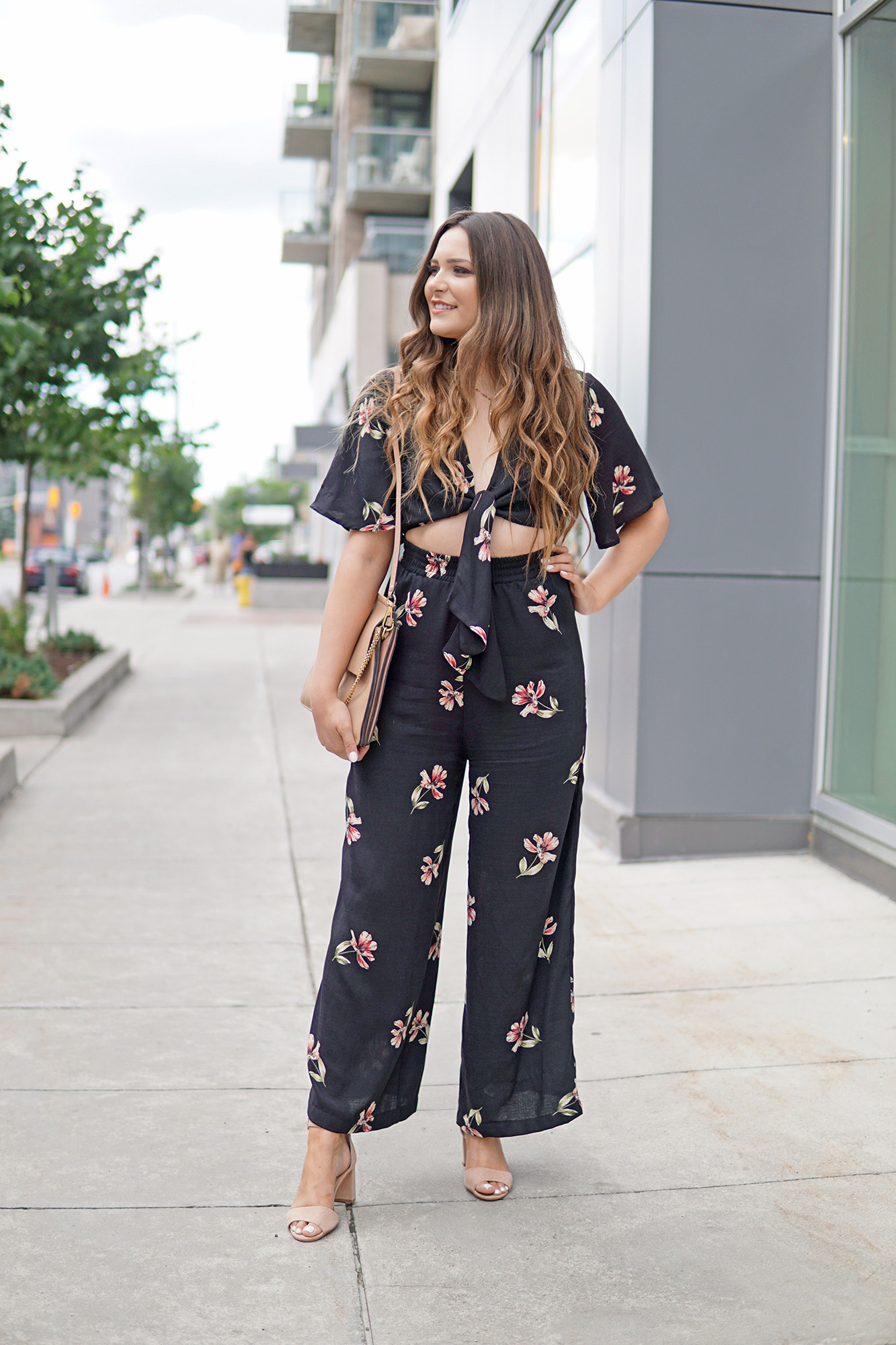 fashion for tall girls | fall floral jumpsuit | jumpsuit for curvy girls | cutout jumpsuit | fashion for curvy girls | fashion for size 6 women | heels for fall girls | long hair