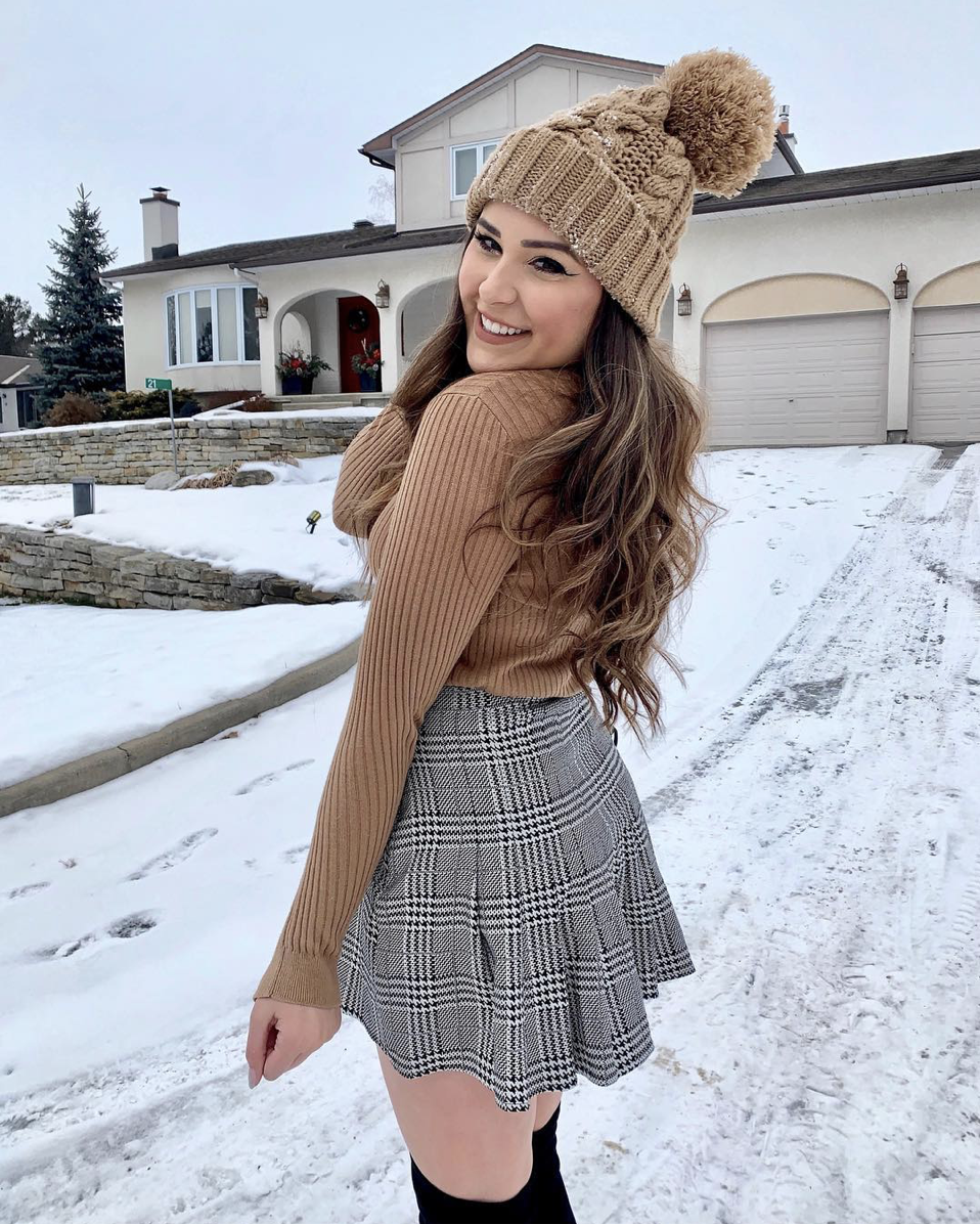 Mash Elle beauty blogger | single | single holidays | single at Christmas | holidays | surviving Christmas | relationships | plaid skirt | beanie