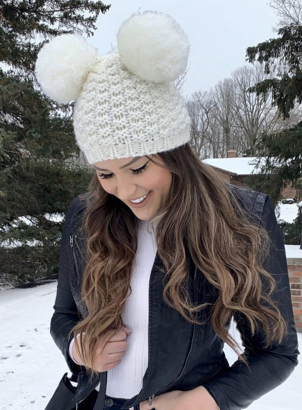 Mash Elle beauty blogger | where to find the best beanies | how to wear beanies | cute beanies for winter | pom pom winter beanies | winter outfit | snow outfit