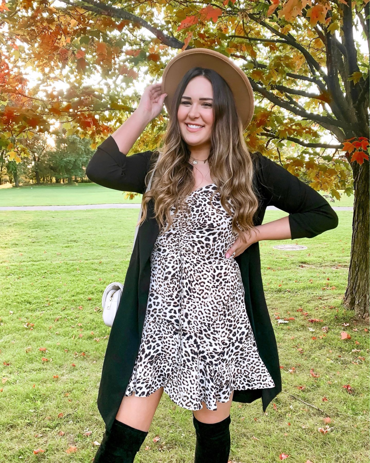 Mash Elle beauty blogger | dating horror stories | first date | relationships | dating advice | fall look | leopard print dress | fall hat
