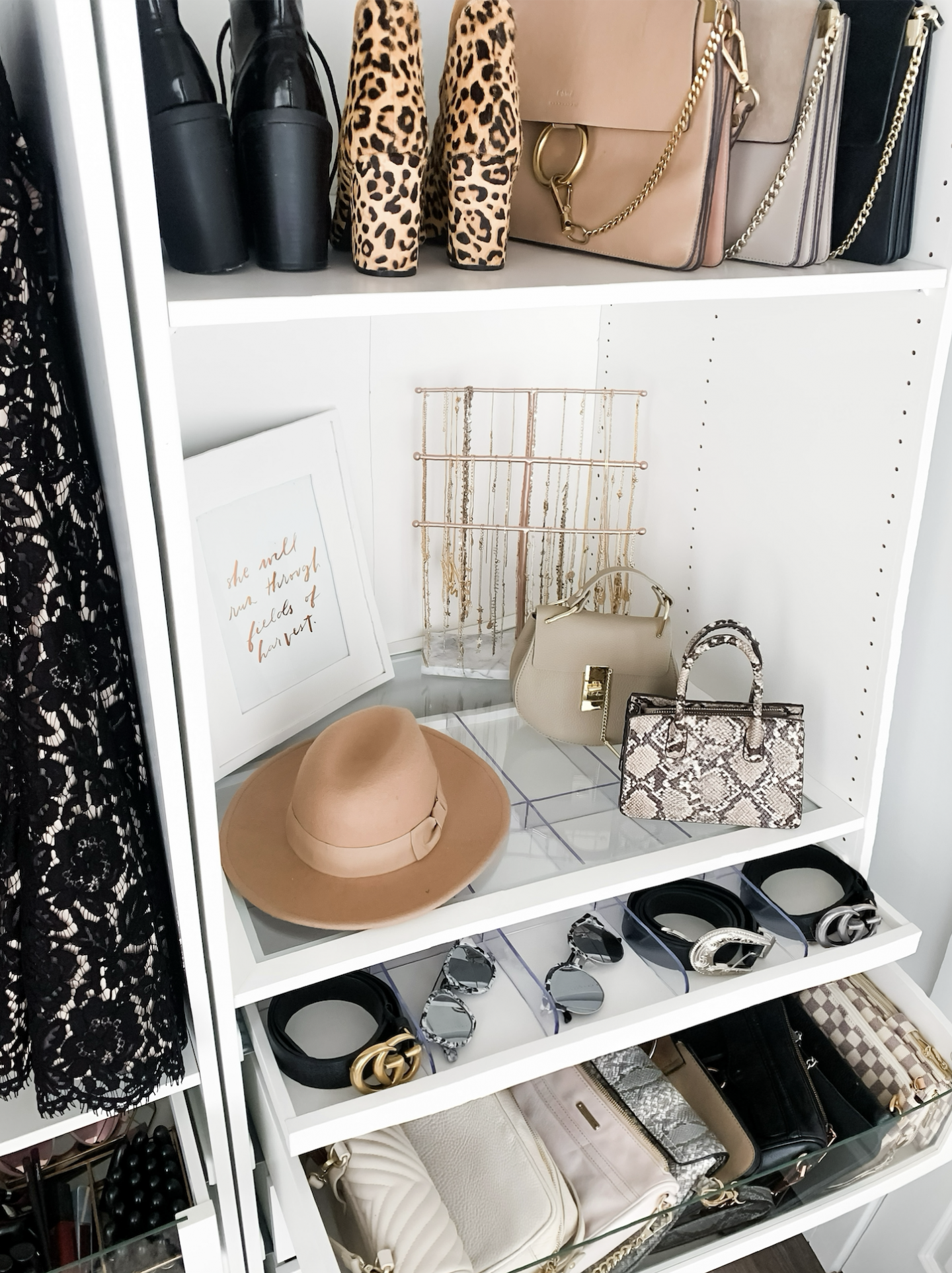 what's in my closet | closet | home decor | organization | fashion | fashion blogger Mash Elle