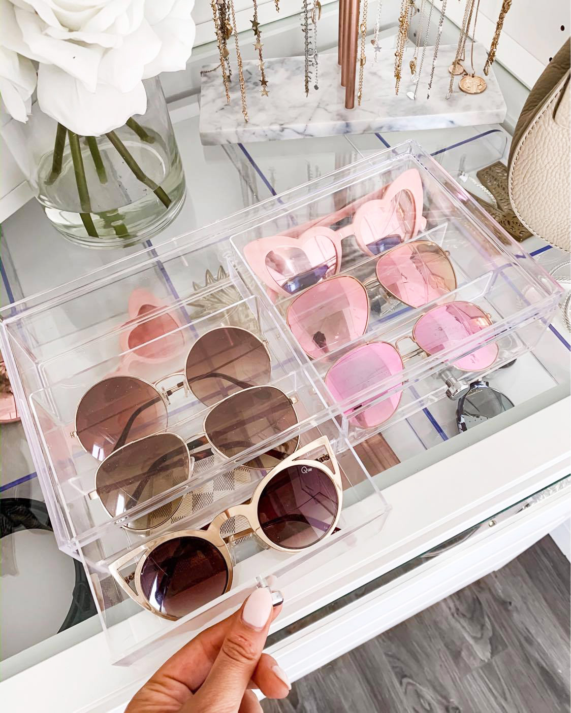 fashion accessories | organize accessories | organize your beauty items | jewelry organizer | Mash Elle lifestyle blogger | sunglasses organizer